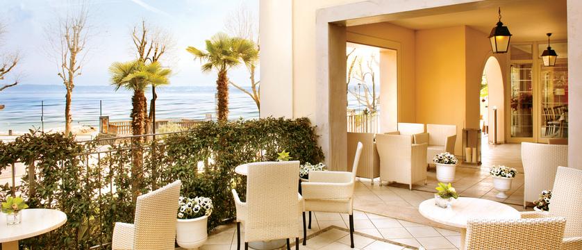 Villa-Rosa-terrace-bar.jpg